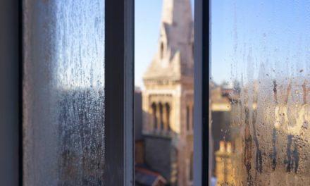 Rosenie okien zvonku