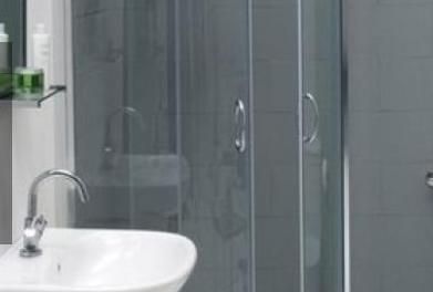 Ktorý sprchový kút vám zaberie menej miesta: Oblý alebo hranatý? Budete prekvapení