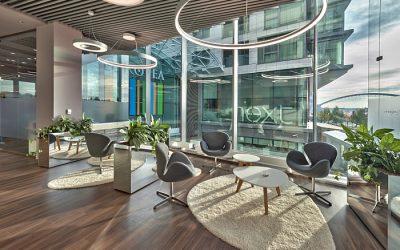 AJ Solutions stvárnilo interiér bankového centra s ohľadom na prémiovú klientelu