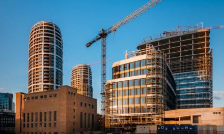 Prvá z rezidenčných veží v projekte SKY PARK je hotová