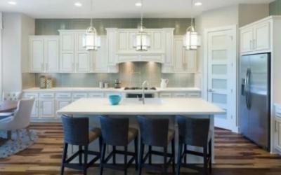 Svetlo v kuchyni: Praktické rady, ako ho navrhnúť čo najlepšie