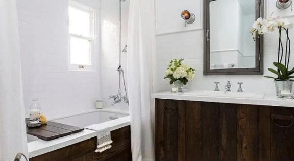 Drevo patrí do kúpeľne: Vyberajte ho však s rozmyslom