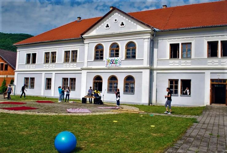 Zo školy s obrovskou históriou kultúrno-vzdelávacia inštitúcia: Ako pretvoria gymnázium v Revúcej za 2 milióny?