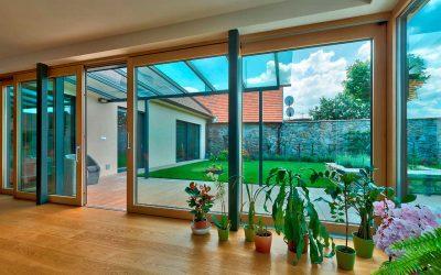 Posuvné dvere stierajú hranice medzi interiérom a exteriérom