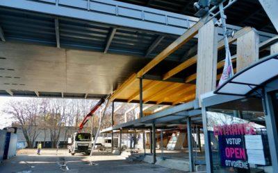 Nepovolená stavba pod Mostom SNP mizne, mesto vyhlási novú architektonickú súťaž