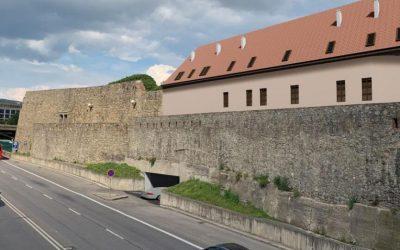 K Esterházyho palácu začali raziť tunel. Ide o dôležitý míľnik samotnej rekonštrukcie