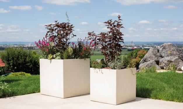 Minimalistické kvetináče z odľahčeného betónu