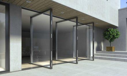 Pivotové dvere pre rezidencie a komerčné budovy