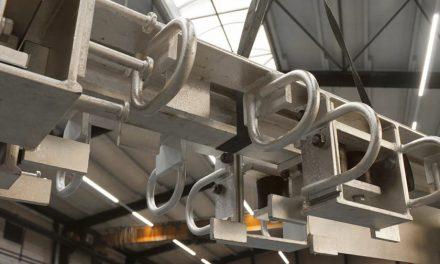 Protihlukové platne dilatačných záverov upravené vysokoteplotnou galvanizáciou