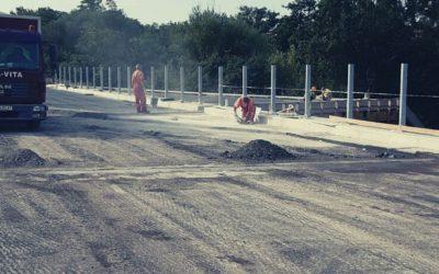 Nad diaľnicou D2 opravujú most