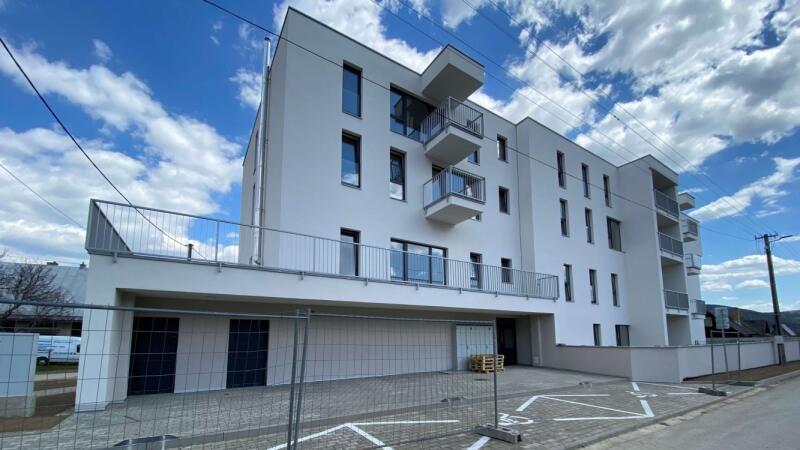 Z materskej školy v Papradne vznikla štvorpodlažná stavba s 23 novými bytmi