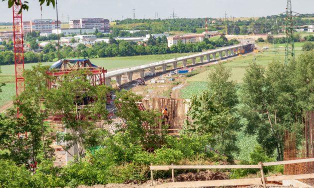 Největší dopravní stavba západních Čech jede podle plánu