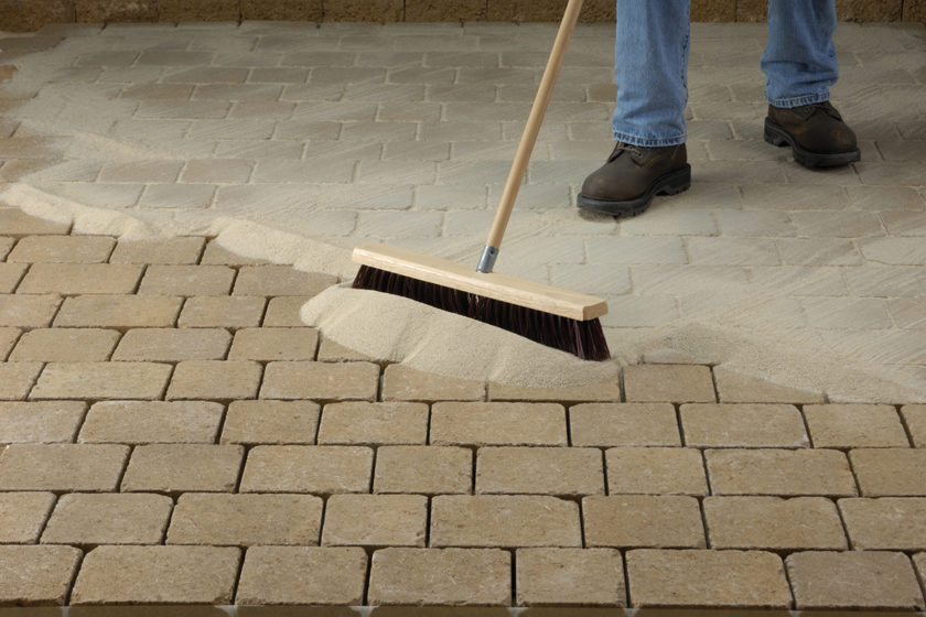 Polymérový piesok do škár pre betónové dlažby a terasové platne